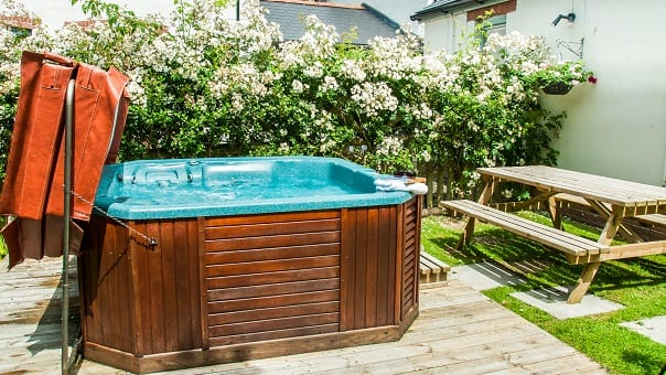 Nightingale garden with hot tub